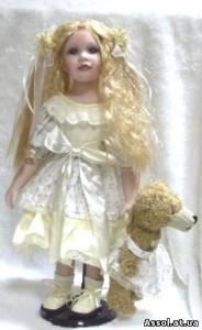 Кукла фарфоровая наташа с мишкой 501220